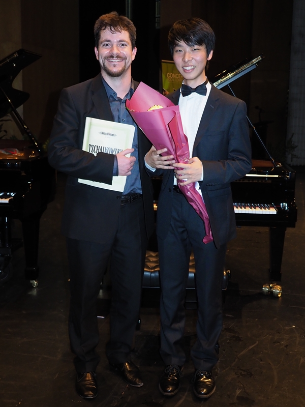 1st - Oscar Wong, Nerang with accompanist Rhodri Clarke Also Audience Choice Award