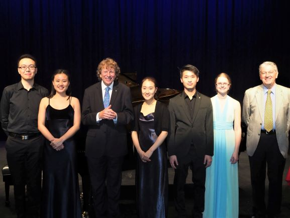 Finalists with Adjudicator Piers Lane AO and ACVC President Cris Dall'Osto